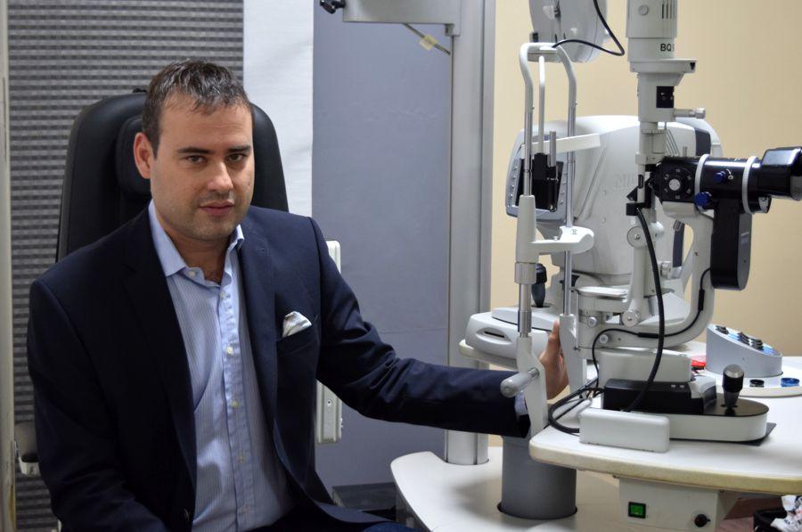 Οφθαλμίατρος Αθανάσιος Οικονόμου