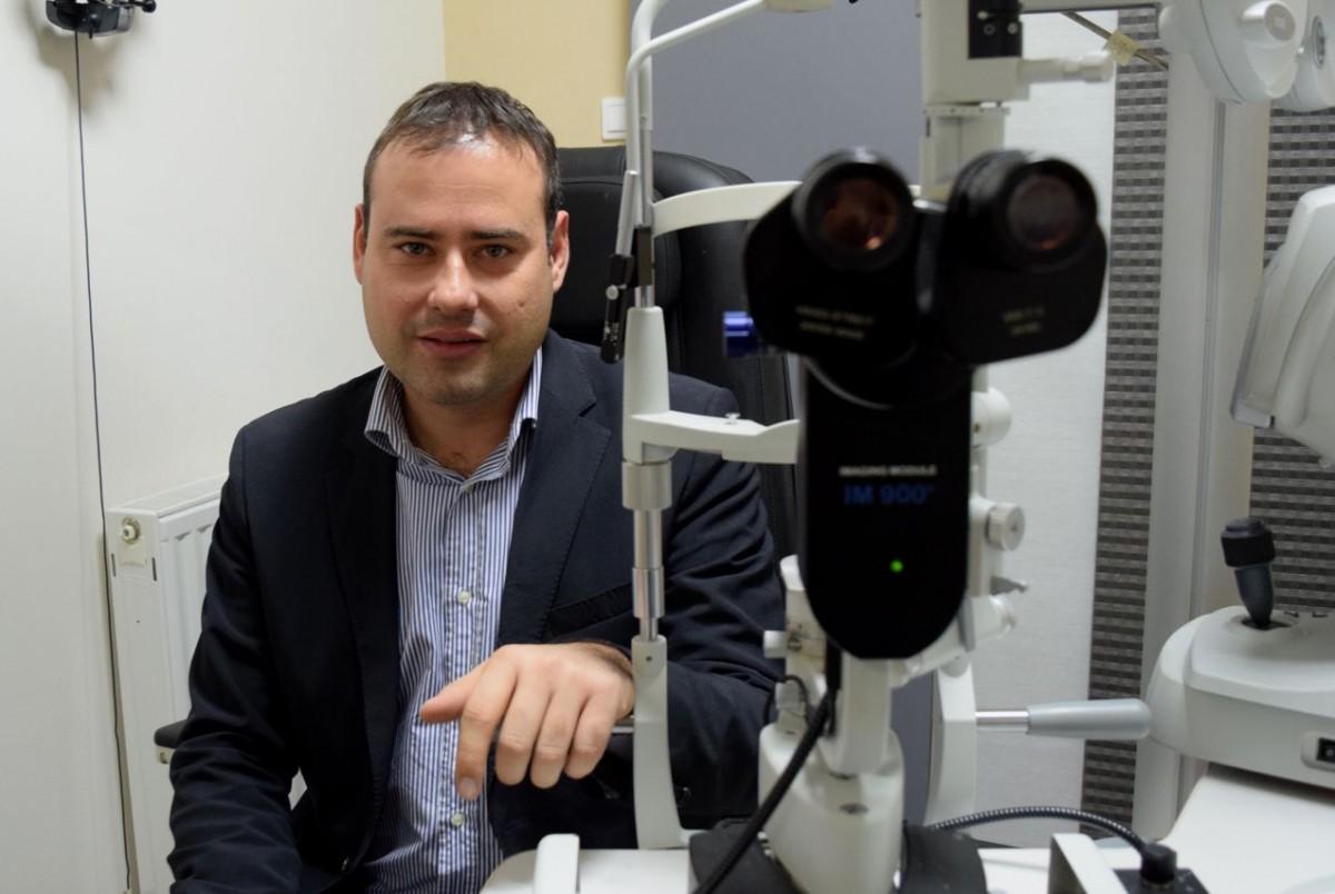 Οφθαλμίατρος